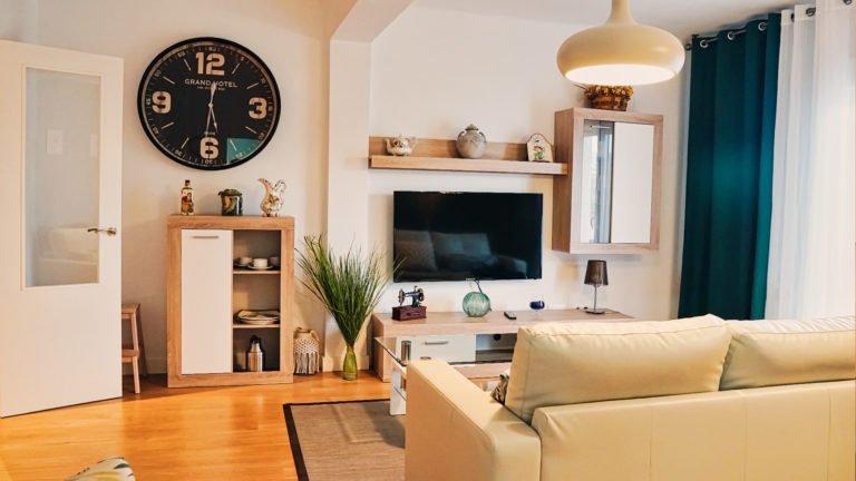 Detalle de TV y aparador | Apartamento Río