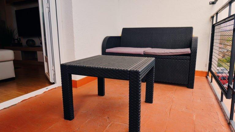 Detalle de mesas y sillas terraza | Apartamento Río